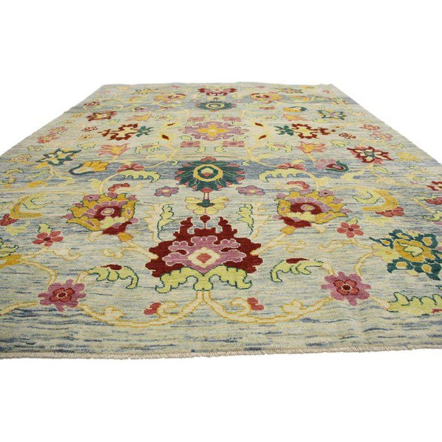 60753 Contemporary Turkish Oushak Rug with Modern Style 09'07 x 13'03. Highly stylish yet tastefully casual, this colorful...