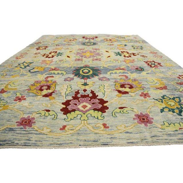 Turkish Oushak Area Rug Modern Style. Highly stylish yet tastefully casual, this new colorful Turkish Oushak rug with...