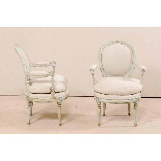 French Pair of French Oval-Back Bergère Chairs With Delicately Carved Floral Motifs For Sale - Image 3 of 11