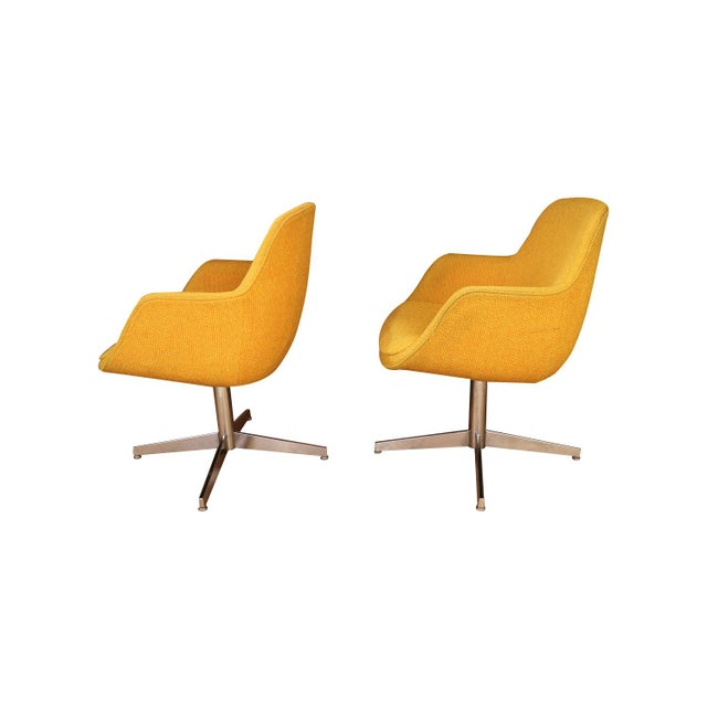 Steelcase Yellow Gold Pair Mid Century Swivel Barrel Chairs Steelcase For Sale - Image 4 of 9