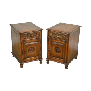 Feudal Oak Jamestown Lounge Vintage Pair Carved One Drawer Cabinet Nightstands For Sale