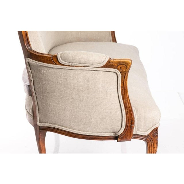 Linen Antique Louis XV Style Walnut Settee in Ivory Linen For Sale - Image 8 of 10