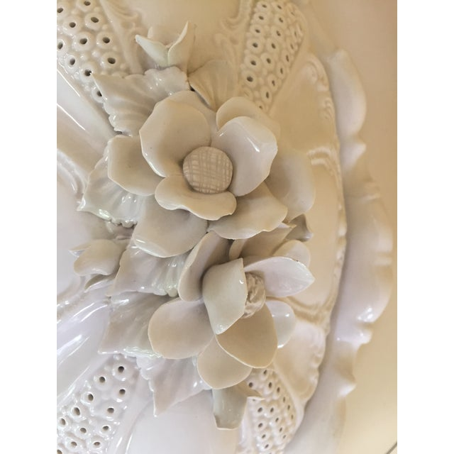 Mid -Century Italian Ardalt Fiori Bianco Tureen, Platter and Ladle For Sale In Chicago - Image 6 of 13