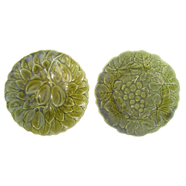 Early 20th Century French Majolica Plates, Pair For Sale - Image 5 of 5
