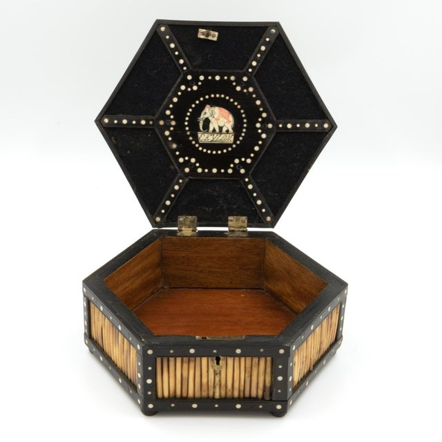 Anglo-Indian Pair of Ebony and Porcupine Quill Hexagonal Boxes, Ceylon, Circa 1880 For Sale - Image 3 of 10