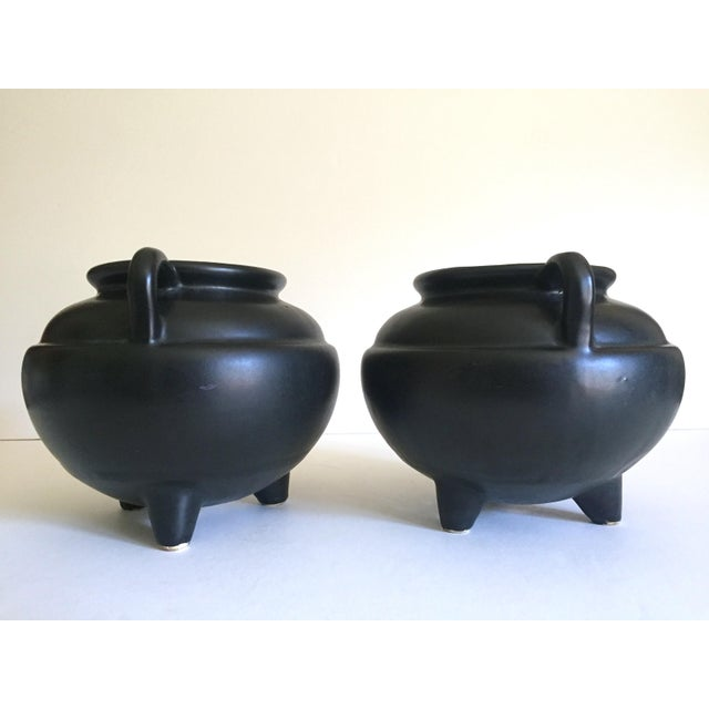 1920's Art Deco Robinson Ransbottom Art Pottery Black Ceramic Jardinier Handled Planter Urns - a Pair For Sale - Image 10 of 13