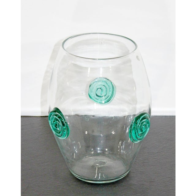 For your consideration is a beautiful, clear Blenko glass vase, with applied green glass flower circles. In excellent...