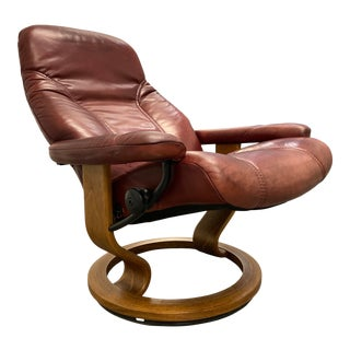 """Ekornes Stressless Model """"Consul"""" Leather Reclining Lounge Chair For Sale"""