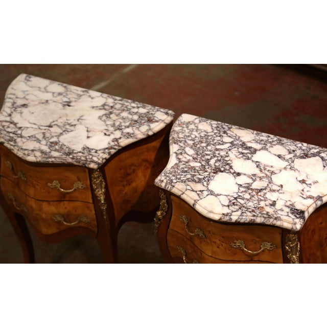 Late 20th Century Vintage Louis XV Burl Walnut Bombe Nightstands Chests With Marble Top - a Pair For Sale - Image 5 of 11