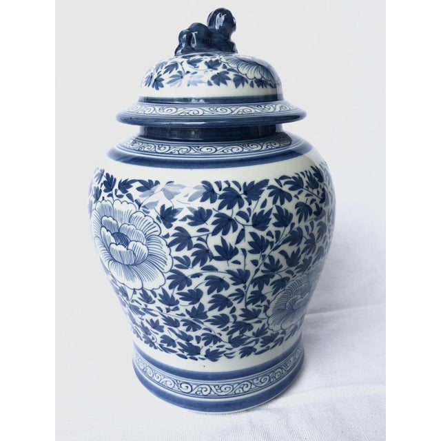 Blue and White Porcelain Jar With Foo Dog Lid For Sale - Image 4 of 7