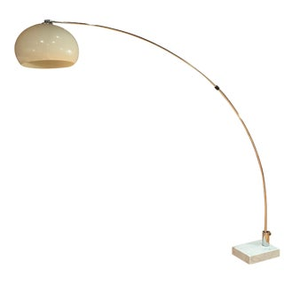 1970s Mid-Century Arc Floor Lamp in Chrome With Carrera Marble Base Guzzini Style For Sale