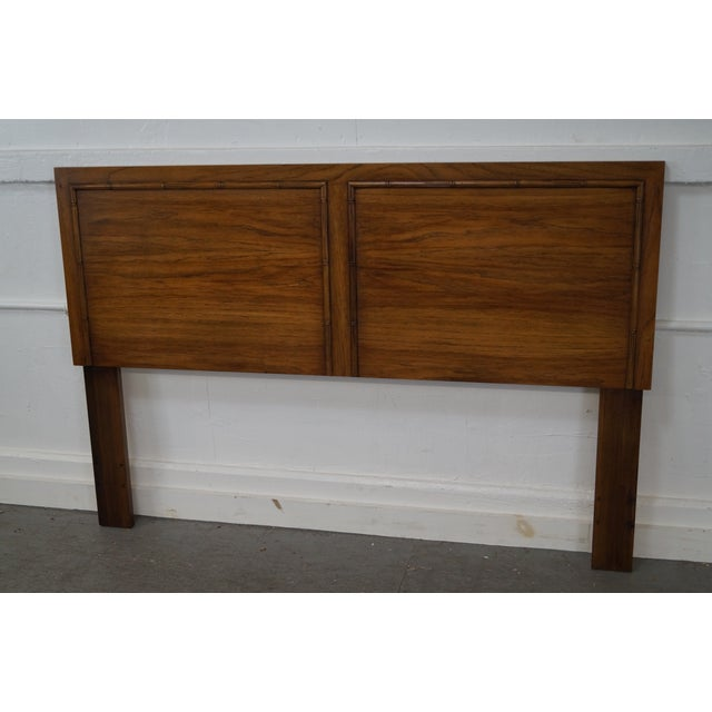 Lane Vintage Queen Size Faux Bamboo Headboard AGE/COUNTRY OF ORIGIN: Approx 40 years, America DETAILS/DESCRIPTION:...