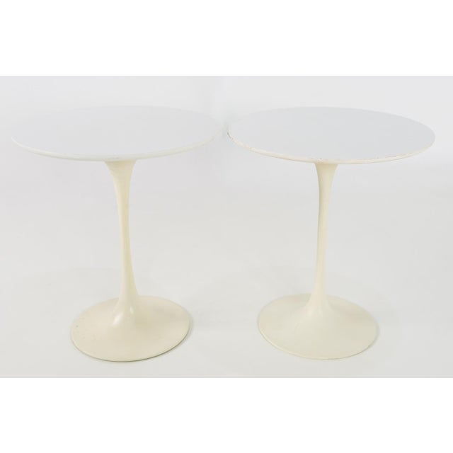 1960s Mid Century Modern Eero Saarinen for Knoll Round Tulip Side Tables - a Pair For Sale In Chicago - Image 6 of 6