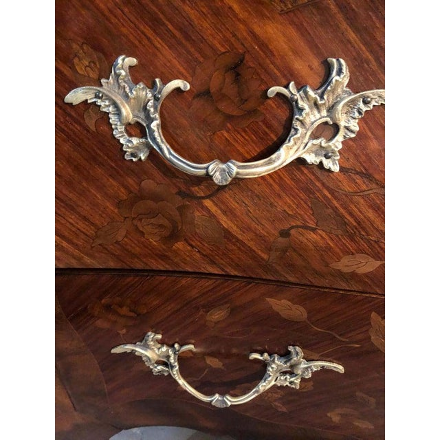 Pair of Louis XV Style Bombe Bronze Mounted Commodes, Nightstands or Chests For Sale In New York - Image 6 of 13
