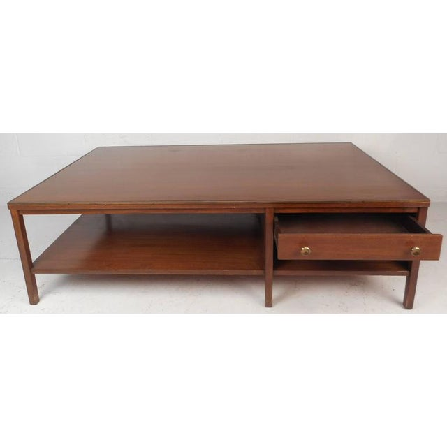 Mid-Century Modern Walnut Coffee Table in the Style of Paul McCobb For Sale - Image 4 of 10