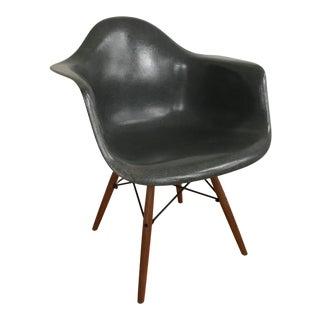 1970s Vintage Gray Eames Fiberglass Shell Arm Chair For Sale