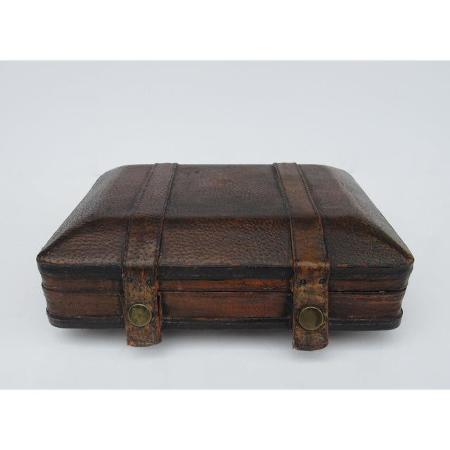 Art Deco Vintage Italian Tooled Leather Gentlemen's Traveling Hand-Held, Lidded Valet Box For Sale - Image 3 of 13