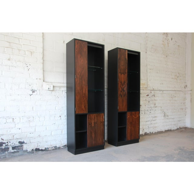 1960s Harvey Probber Rosewood and Ebonized Wood Display Cabinets, Pair For Sale - Image 5 of 11