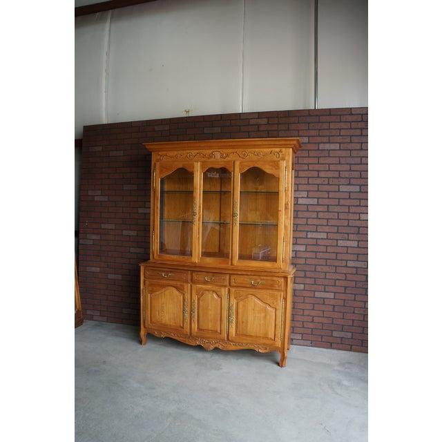 Cottage 1990s Vintage Ethan Allen Legacy China Cabinet For Sale - Image 3 of 12