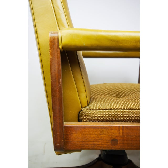 1970s Gunlocke Co. Yellow Swivel Office Chair - Image 6 of 10