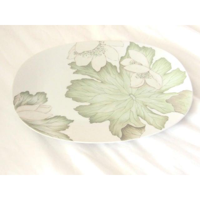 Hollywood Regency Dorothy Thorpe Mid Century Large Magnolia Platter For Sale - Image 3 of 3