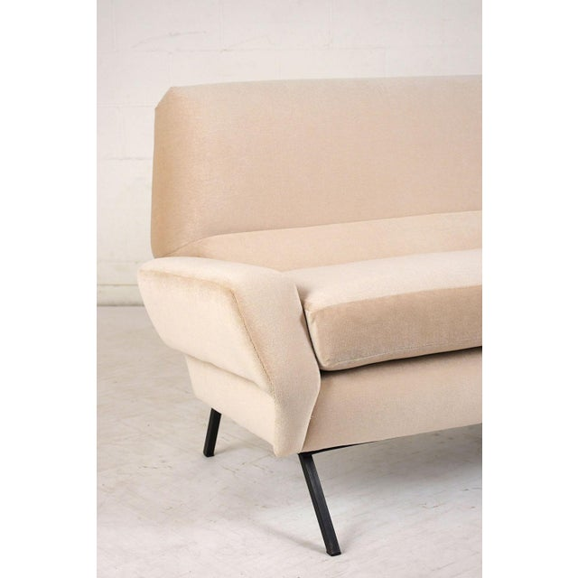 Italian Mid-Century Modern Sofa For Sale In Los Angeles - Image 6 of 9