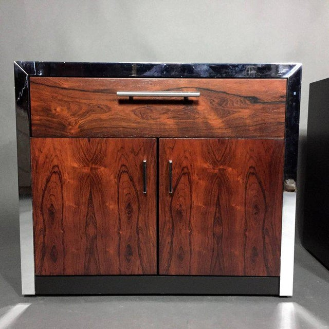 1970s Pair of John Stuart Rosewood and Chrome Nightstands, USA, 1970s For Sale - Image 5 of 10