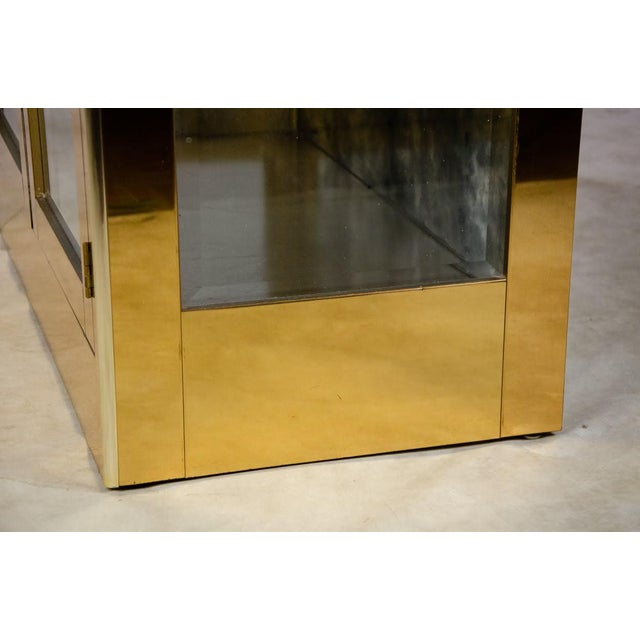 1960s Mastercraft Brass and Glass Lighted Display Cabinet For Sale - Image 10 of 13