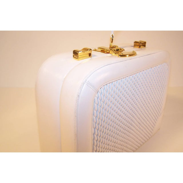 C.1990 Judith Leiber White Leather Box Handbag With Convertible Handles For Sale - Image 9 of 11
