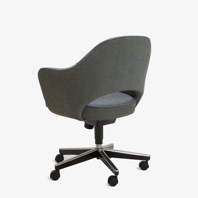Saarinen Executive Arm Chair in Textured Charcoal Weave, Swivel Base For Sale - Image 5 of 8