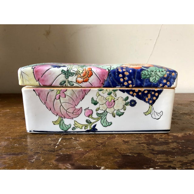Asian Vintage Chinoiserie Tobacco Leaf Porcelain Box For Sale - Image 3 of 7