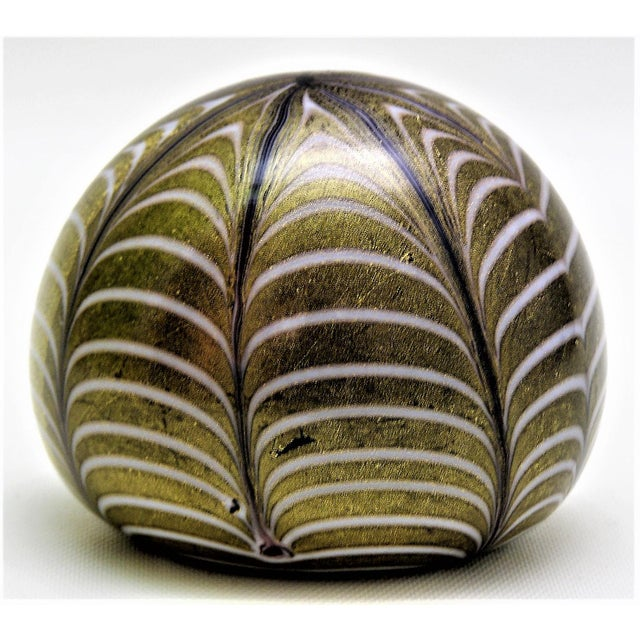 Anglo-Indian 1950s Murano Glass Gold White and Black Fenicio Paperweight - Italy Mid Century Modern Minimalist Palm Beach Boho Chic Italian Venetian Sommerso For Sale - Image 3 of 13