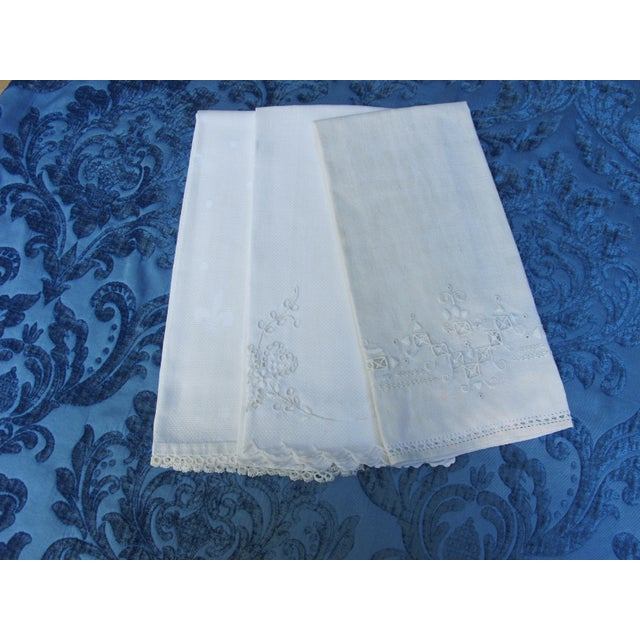 Traditional 1950s Linen Guest Hand Towels - Set of 3 For Sale - Image 3 of 3