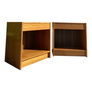 Mid Century Pair of Danish Modern Nightstands For Sale