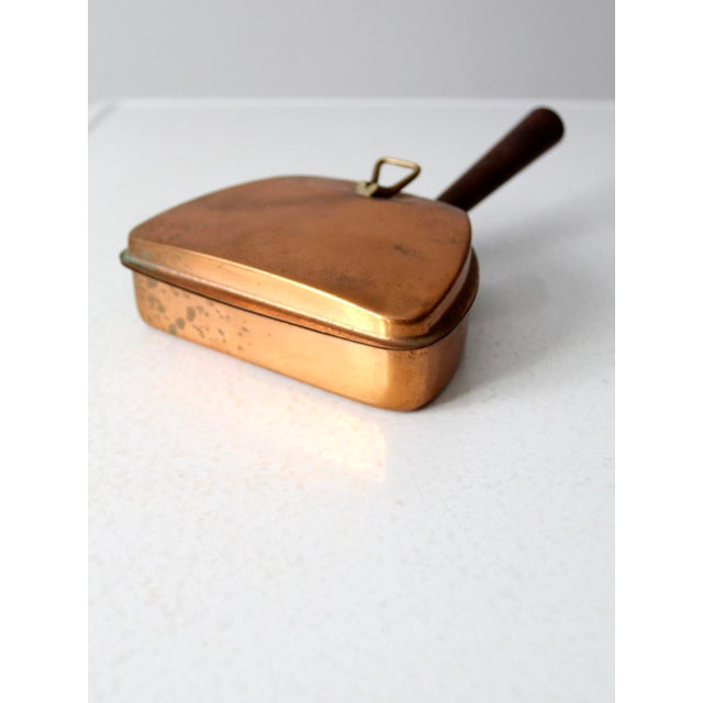 This is a vintage Italian copper silent butler circa 1950s. The copper butler features a wooden handle and brass cover...