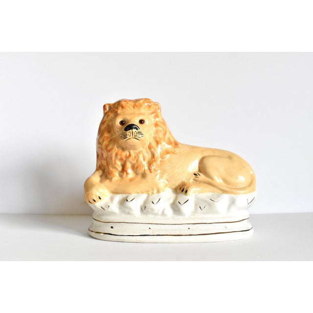 Tan Mid 20th Century Vintage Staffordshire Style Recumbent Lions - a Pair For Sale - Image 8 of 12