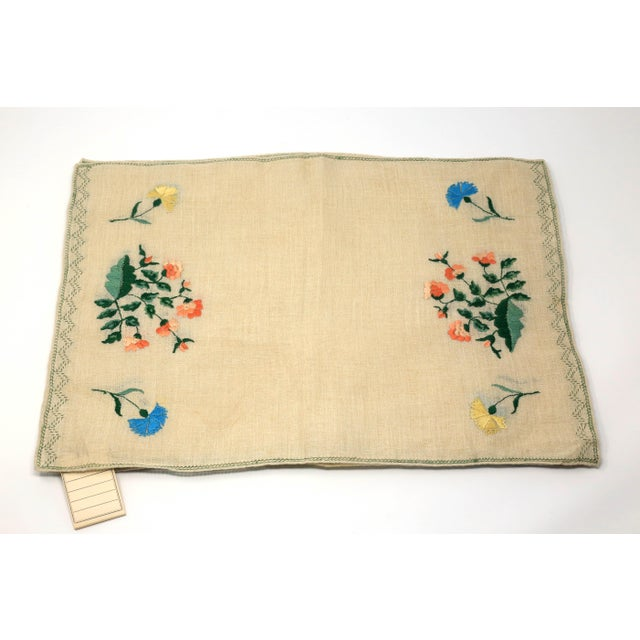 Linen Vintage Italian Embroidered Linen Napkins and Placemats - Set of 16 For Sale - Image 7 of 12