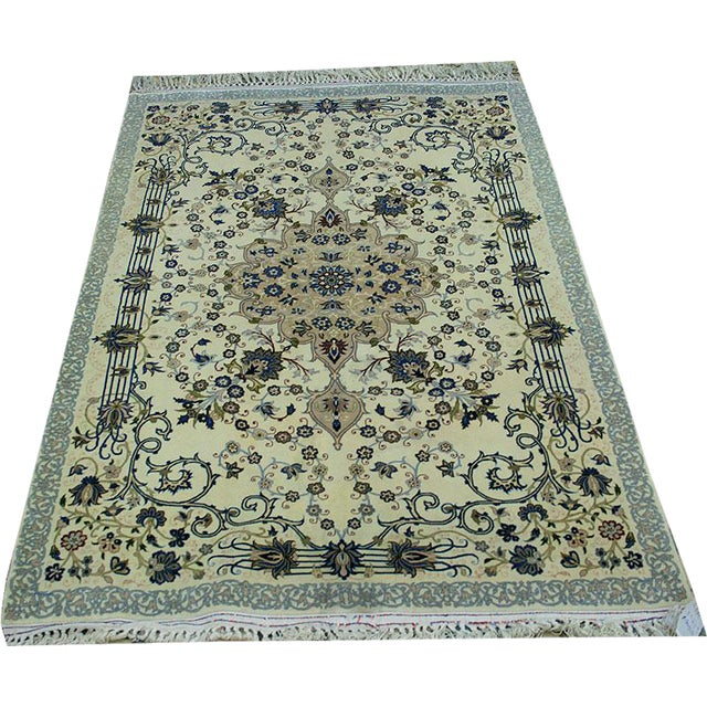 "Vintage Wool & Silk Persian Isfahan Rug - 3'11"" x 5'7"" For Sale"