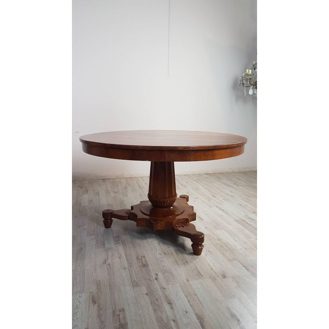 Beautiful important Empire 1804s-1815s 19th century in solid walnut. Table with elegant turned central leg made from a...