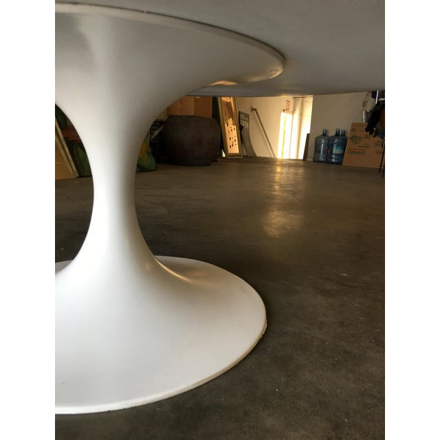 "White Round 42"" Tulip Coffee Table by Eero Saarinen for Knoll For Sale - Image 8 of 9"