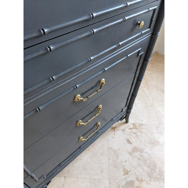 1970s 1970s Chinoiserie Thomasville Allegro Faux Bamboo High Gloss Gray 5 Drawer Highboy For Sale - Image 5 of 9