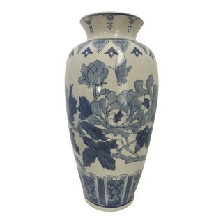 Large - 20th Century Chinoiserie Blue and White Vase For Sale