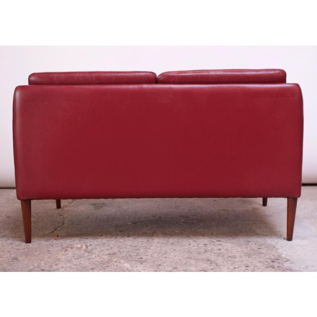 Red Danish Modern Cranberry Leather Settee by Hans Olsen For Sale - Image 8 of 13