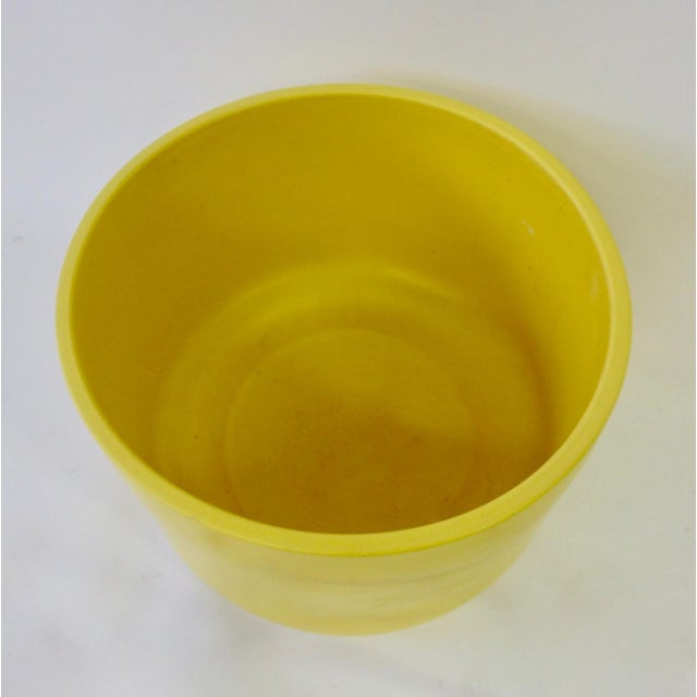 Mid 20th Century Large California Modern Yellow Planter Pot by Gainey For Sale - Image 5 of 6
