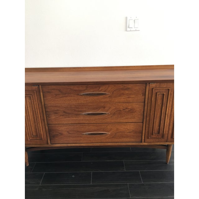 160s Mid Century Modern Broyhill Sculptura Walnut Credenza For Sale - Image 9 of 13