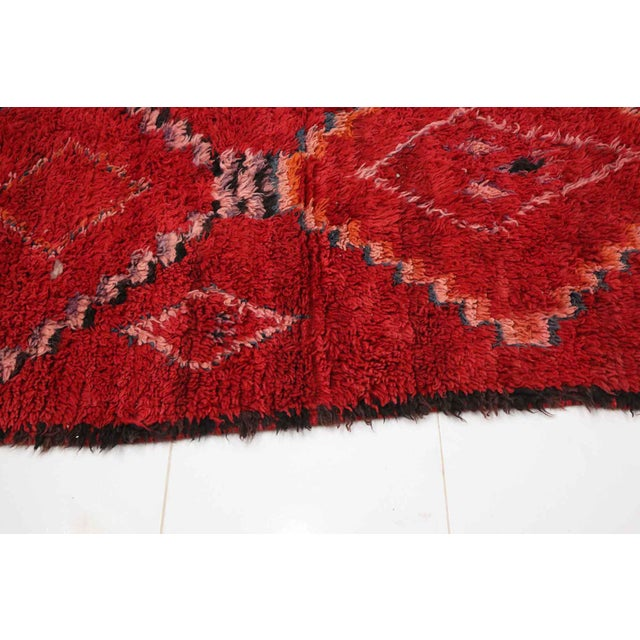 "Boho Chic Vintage Moroccan Boujad Rug- 2'12"" X 11'2"" For Sale - Image 3 of 5"