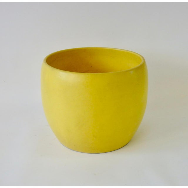 Early Gainey Large Yellow California Modern Planter Pot For Sale In Detroit - Image 6 of 6