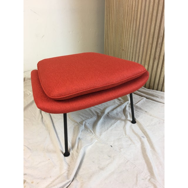 Eero Saarinen for Knoll 1950s Womb Chair and Ottoman - a Pair For Sale - Image 10 of 13