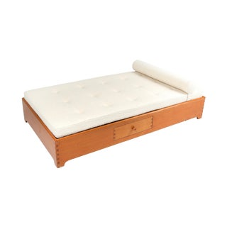French Elm Daybed in Boucle Wool - 1960s For Sale