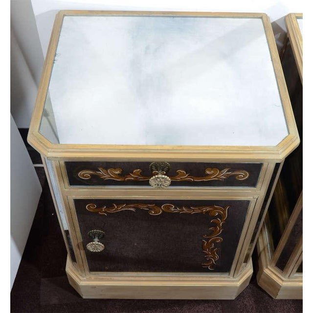 Giltwood Pair of 1940's Hollywood Mirrored End Tables/Night Stands For Sale - Image 7 of 10